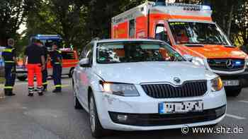Unfall in Itzehoe: Schwer verletzt: 11-Jähriger gerät auf Fahrbahn und wird von Auto erfasst | shz.de - shz.de