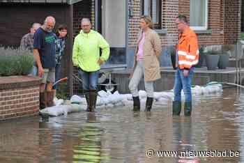 Minister Annelies Verlinden bezoekt Linterse overstromingsge... (Linter) - Het Nieuwsblad