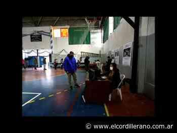 Concurrido día de vacunación abierta y sin turno en el gimnasio Municipal - El Cordillerano