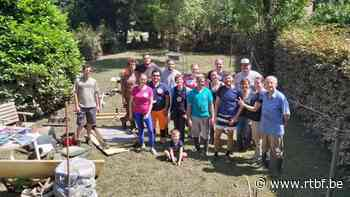 Houyet: des volontaires de Comines-Warneton viennent donner un coup de main aux habitants - RTBF