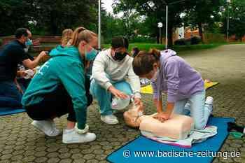 Rund 40 Schüler üben beim Schulsanitätstag in Kirchzarten für den Ernstfall - Kirchzarten - Badische Zeitung