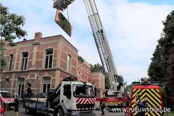 Brandweer en technische dienst helpen maquettes heemkring verhuizen