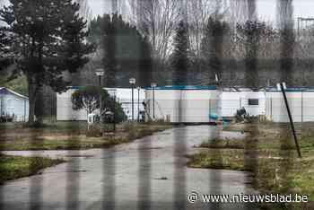 Bewoner wordt uit containerdorp voor daklozen gezet, gezin volgt