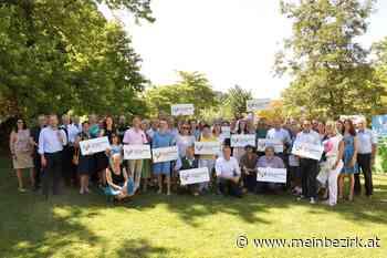 Bienenfreundliche Gemeinden: Nun auch Attnang-Puchheim, Mondsee und Vöcklamarkt im summenden Netzwerk - meinbezirk.at