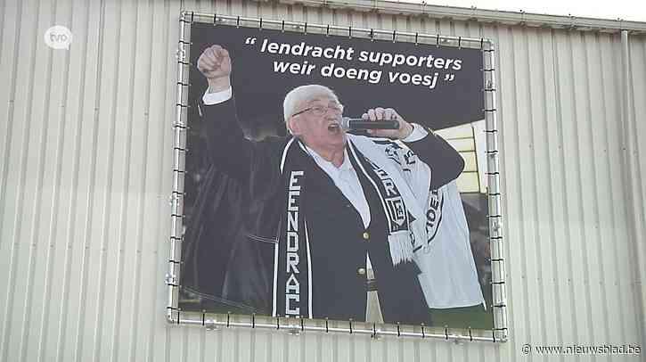 Eendracht Aalst-supporters eren Keizer Kamiel met groot spandoek