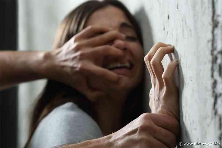 Verdachte in de cel voor gewelddadige home-invasion bij 90-jarige vrouw: bekent gebruik bankkaart, maar niet dat hij haar wurgde en misbruikte