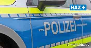 Unbekannte treten bei einem VW Golf den Seitenspiegel ab - Hannoversche Allgemeine