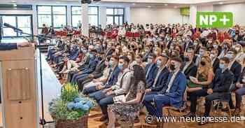 Inzidenz entscheidet über Abibälle: Albert-Einstein-Schule Laatzen und Otto-Hahn-Gymnasium Springe feiern in Hildesheim - Neue Presse
