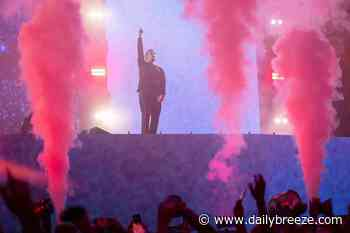 Kaskade, with help from Deadmau5, throws dance party to officially open SoFi Stadium - The Daily Breeze