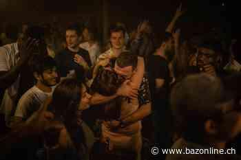 Analyse zur Aufhebung der Corona-Massnahmen - Die Briten tanzen in die Freiheit - Basler Zeitung