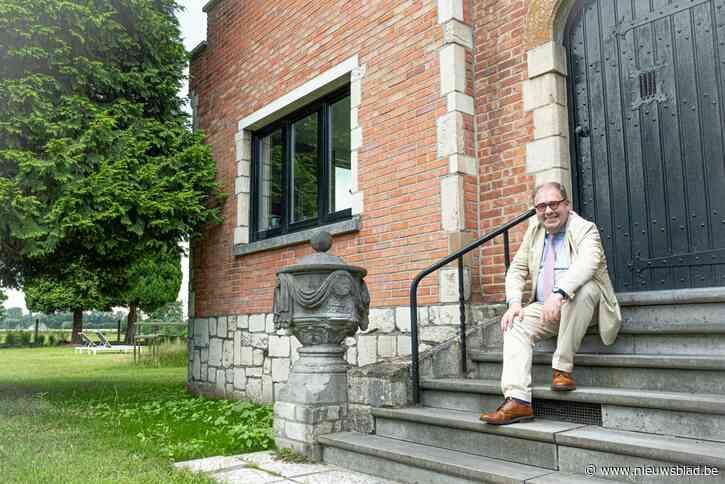 """Burgemeester D'Haese komt in tuin tot broodnodige rust: """"Soms rij ik het gras af terwijl ik mijn <I>kravat</I> nog draag"""""""