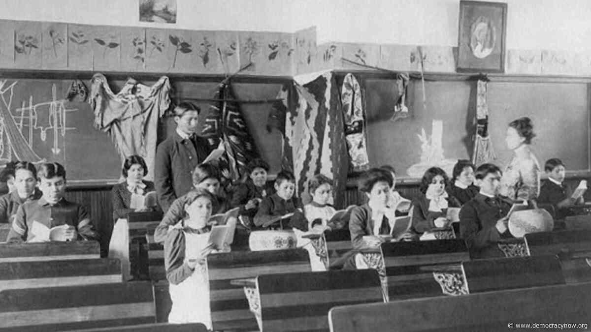 Tras 140 años, jóvenes indígenas encabezan la repatriación de los restos de diez menores que asistían a la Escuela Indígena Carlisle de Pensilvania - Democracy Now!