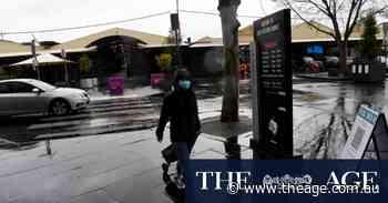 Wild winds, heavy rain lash Melbourne as snow 'flurries' possible for Dandenongs