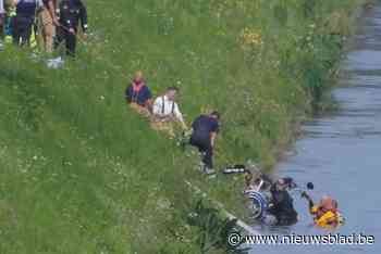 Leuvense scouts redden man met rolstoelfiets uit Limburgs kanaal