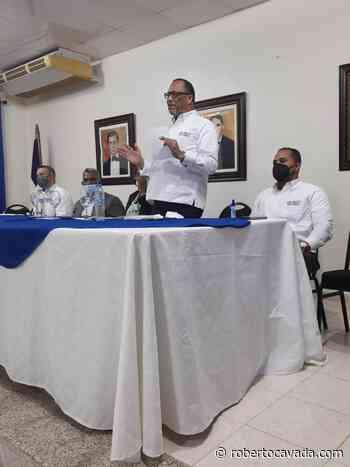 Ejecutivos de IDECOOP trabajan en Pedernales constituyendo nuevas cooperativas - Roberto Cavada
