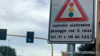 Brugherio, pioggia di multe (e polemiche) per il T-red al semaforo: ecco la risposta del comune - MonzaToday