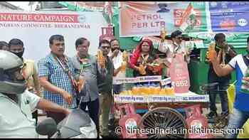 Bhubaneswar: Youth Congress workers sell petrol at Rs 80/litre to protest price rise