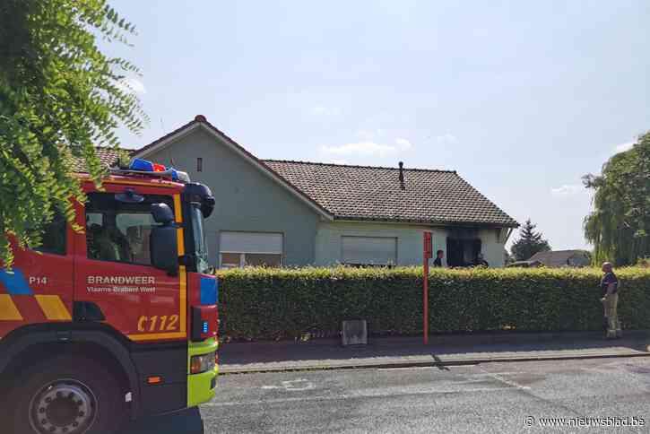 """Brandweerman gaat zware brand bij buur te lijf in afwachting van aankomst collega's: """"Met een tuinslang eerste aanval gedaan"""""""