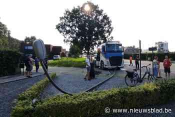 Betonmixer ramt auto en verlichtingspaal in Wijchmaal