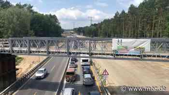 Autobahn Stau Baustelle: Brückenbau auf der A10 in Birkenwerder - Millimeterarbeit über dem Kanal - moz.de