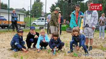Kinder leisten ersten Spatenstich für inklusiven Spielplatz in Schleiz - Ostthüringer Zeitung