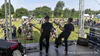 """Nidderau: Festival-Fans genießen bei """"Hock den Acker"""" in Erbstadt endlich wieder Livemusik - op-online.de"""