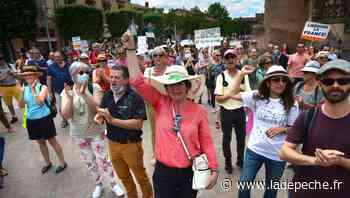 Plusieurs centaines de personnes dans les rues d'Albi contre le pass sanitaire - LaDepeche.fr