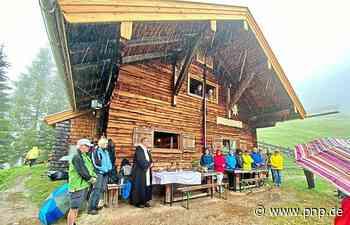 Neues Dach fertig: Freilassinger Hütte wieder bewohnbar - Passauer Neue Presse