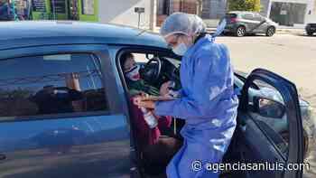 En Villa Mercedes se realizó un operativo de rastrillaje en el barrio La Ribera, donde se inscribió y vacunó a más de 100 personas - Agencia de Noticias San Luis