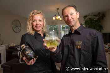 Niels koppel brouwt gin gestookt met kruiden geplukt op coronawandelingen - Het Nieuwsblad