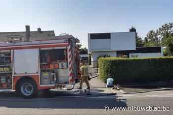 Tuinmannen merken op tijd brand in kelder op (Roeselare) - Het Nieuwsblad