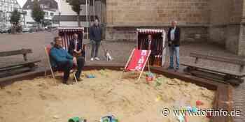 Sandkasten auf dem Kirchvorplatz - Sommerattraktion für Kinder in Warstein - Dorfinfo.de – Sauerlandnachrichten