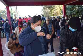 Gran afluencia de personas en vacunatorio de Carapeguá - Nacionales - ABC Color