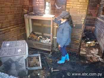 Mujer pide ayuda para reconstruir su casa tras incendio en Acahay - Nacionales - ABC Color