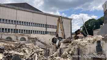 Agen : les engins de chantier font place nette à l'ancienne bourse du travail avant de laisser la place à une - LaDepeche.fr