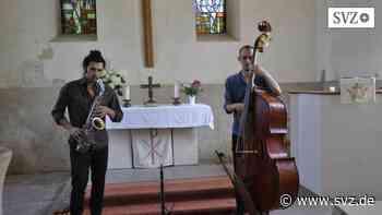 """Sommerkonzert in Lindenberg: """"Buhldar"""" begeistert mit Jazz-Improvisationen in der Dorfkirche   svz.de - svz – Schweriner Volkszeitung"""