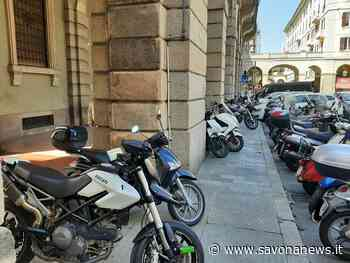 """Savona, sfilza di multe alle moto parcheggiate sotto i portici in piazza Mameli, la rabbia dei savonesi: """"Il lunedì dove le mettiamo?"""" - SavonaNews.it"""