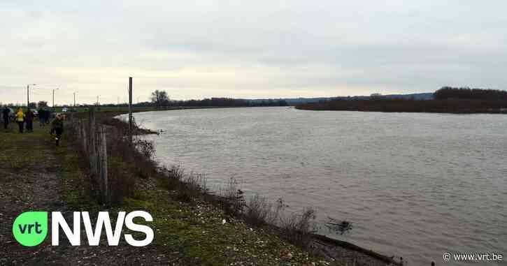 Bejaarde man die door scouts gered werd uit kanaal van Lanaken overleden in ziekenhuis - VRT NWS
