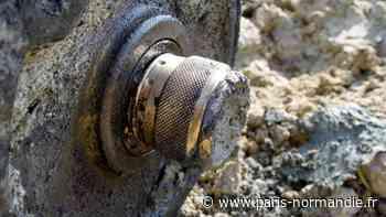 Une grenade rouillée bientôt prise en charge par les démineurs sur la plage de Veulettes-sur-Mer - Paris-Normandie