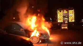 Mögliche Brandstiftung: Polizei ermittelt nach Fahrzeugbrand in Reinbek und sucht Zeugen | shz.de - shz.de