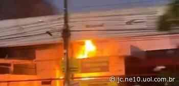 Incêndio atinge loja de materiais de construção em Jaboatão dos Guararapes - JC Online