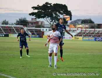 Otro festejo de Fernando de la Mora que dirige el entrenador Mario Jara en Paraguay - El Comercial.com.ar