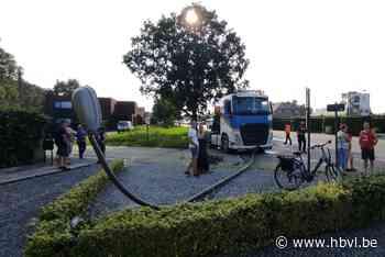 Betonmixer ramt auto en verlichtingspaal in Wijchmaal (Peer) - Het Belang van Limburg Mobile - Het Belang van Limburg