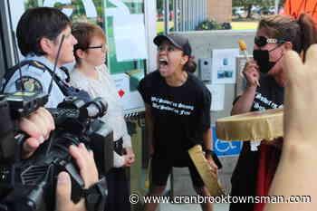 VIDEO: Family of slain Indigenous man confront RCMP in Campbell River – Cranbrook Daily Townsman - Cranbrook Townsman