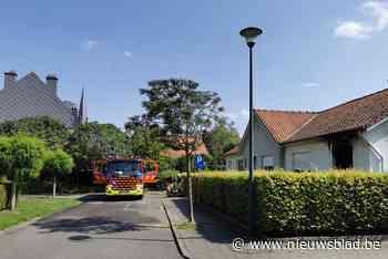 """Brandweerman gaat zware brand bij buur te lijf in afwachting <BR />van komst collega's: """"Eerste aanval met tuinslang"""""""
