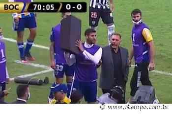 Reserva do Boca Juniors usa caixa de som para tentar agredir atletas do Atlético - O Tempo