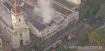 Incêndio atinge casarão onde funciona mercado no centro do Rio de Janeiro - UOL Notícias