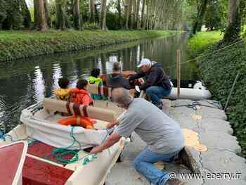 Première navigation sur le canal du Berry dans Bourges depuis 1955 - Le Berry Républicain