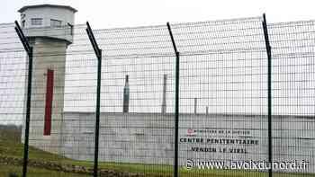 Prison de Vendin-le-Vieil : deux ouvriers se retrouvent bloqués dans leur nacelle - La Voix du Nord