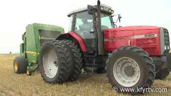 Gladstone farmer baling wheat in the heat - KFYR-TV